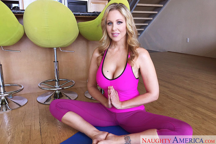julia-ann-is-a-hot-virtual-relaity-1